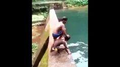 Ces deux enfants essaient de faire un plongeon impressionnant - http://www.newstube.fr/deux-enfants-essaient-de-faire-plongeon-impressionnant/ #EnfantPlongeon, #Plongeon