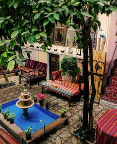 20 Convenient Home Exterior Designs to Make Your Homes Look Clean and Dazzle Home Design, Nest Design, Home Bild, Persian Decor, Beautiful Homes, Beautiful Places, Iran Pictures, Persian Architecture, Persian Garden