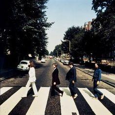 "Foto alternativa da capa de ""Abbey Road"" é leiloada por R$ 63 mil"