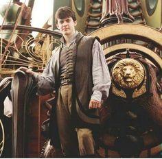 the kind edmund who we adore🖤🌙x Edmund Narnia, Narnia Cast, Narnia 3, Cair Paravel, Edmund Pevensie, Fandom Jokes, Georgie Henley, Cs Lewis, Chronicles Of Narnia