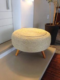Pin on 3 anos Indian Home Decor, Diy Home Decor, Room Decor, Diy Furniture Table, Sofa Furniture, Diy Puffs, Tire Ottoman, Sisal, Home Crafts