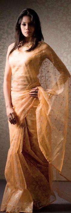 Hand Woven Jamdani - original pin by Ethnic Fashion, Indian Fashion, Jamdani Saree, India People, Saree Styles, Indian Ethnic, Indian Wear, Hand Weaving, Sari