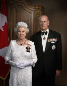 Queen Elizabeth II and H. Prince Philip, Duke of Edinburgh. Golden jubilee portrait for Canada. Die Queen, Hm The Queen, Royal Queen, Her Majesty The Queen, Elizabeth Philip, Princess Elizabeth, Queen Elizabeth Ii Birthday, Jackie Kennedy, Rms Titanic