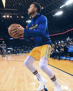 Basketball Shooting Drills, Basketball Players, Stephen Curry Shooting, Top Nba Players, Stephen Curry Family, Wardell Stephen Curry, Golden State Basketball, Warriors Pictures, Warrior 3