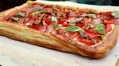 Paradicsomos lepény (Tomato tart) Mozzarella, Vegetable Pizza, Sandwiches, Vegetables, Food, Vegetable Recipes, Eten, Veggie Food, Paninis