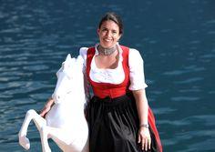 Gudrun Peter ist die Wirtin im Romantik Hotel Im Weissen Rössl am Wolfgangsee. Dort, wo das Glück vor der Tür steht.