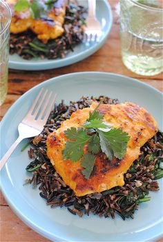 Turmeric Chicken with Coconut Wild Rice: Cooking the rice takes a while, but everything else comes together super quick! Healthy Foods To Eat, Healthy Eating, Healthy Recipes, Healthiest Foods, Yummy Recipes, Free Recipes, Tumeric Chicken, Turmeric Recipes, Cancer Fighting Foods