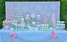 Beautiful Christmas pastel dessert table #christmas #pastel