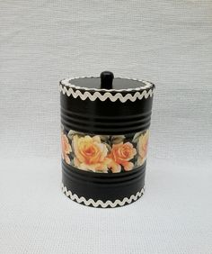 Tin Can Crafts, Diy And Crafts, Crafts For Kids, Recycle Cans, Recycling, Tin Can Art, Aluminum Cans, Room With Plants, Painted Trays