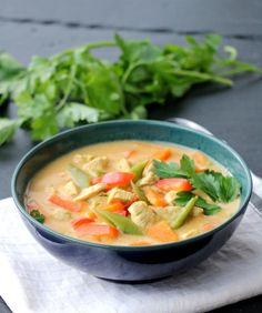 Enkel red curry kyllingsuppe - LINDASTUHAUG Thai Red Curry, Food And Drink, Chicken, Dinner, Ethnic Recipes, Soups, Recipies, Dining, Food Dinners