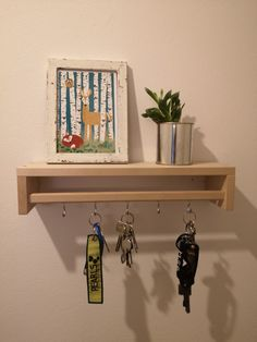 Decorative DIY key rack with decorative surface made of upside down spice rack Storage … – IKEA Hacks Decor, Ikea Diy, Home Decor Bedroom, Ikea, Home Decor, Diy Entryway, Ikea Kids Desk, Spice Rack Storage, Key Rack Diy