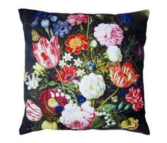 Lean and clean. This flowers #pillow looks god on any black leather sofa.