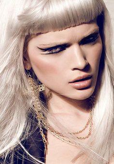 Make-up look - Winged liner Beauty Make-up, Beauty Shoot, Hair Beauty, Make Up Looks, Makeup Art, Eye Makeup, Glam Makeup, Dramatic Hair, Foto Fashion