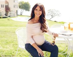 Jennifer Love Hewitt Welcomes Baby Girl. Jennifer Love Hewitt Due Date. Jennifer Love Hewitt Secretly Marries to Brian Hallisay. Jennifer Love Hewitt, Pregnancy Looks, Pregnancy Outfits, Pregnancy Style, Pregnancy Fashion, Baby Bump Style, Mommy Style, Maternity Wear, Maternity Fashion