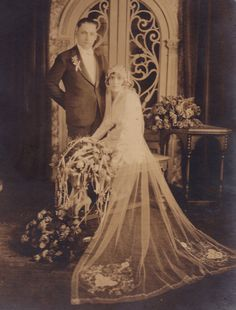 Vintage Photograph ~+~+ Couple married in Chicago ca. Vintage Wedding Photos, Vintage Bridal, Vintage Weddings, Wedding Attire, Wedding Bride, 1920s Wedding, Wedding Events, Antique Wedding Dresses, Chic Vintage Brides