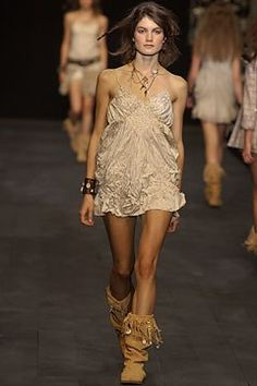 Anna Molinari Spring 2004 Ready-to-Wear Fashion Show Anna, Vogue, Models, Fashion Show, Fashion Design, Modern Luxury, Ready To Wear, Runway, Beauty