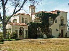 Mediterranean Style House in Mistletoe Heights (Fort Worth, Texas, United States) My dream home! Mediterranean Style Homes, Spanish Style Homes, Spanish House, Spanish Colonial, Spanish Revival, Design Patio, Exterior Design, House Design, Exterior Homes