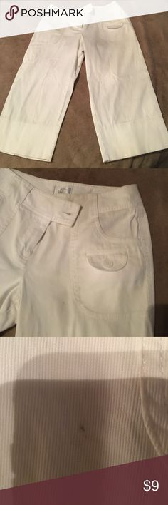 White crop pants One tiny pen mark as shown in pic.  Size cut out but they are size 8. ann taylor loft Pants Ankle & Cropped