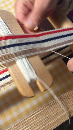 Tablet Weaving, Weaving Art, Loom Weaving, Inkle Weaving Patterns, Loom Patterns, Tapestry Bag, Tapestry Weaving, Inkle Loom, Diy Bracelets Easy