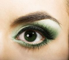 Gota have Green Eye Shadow for the Packer Games lol (This is not me btw)
