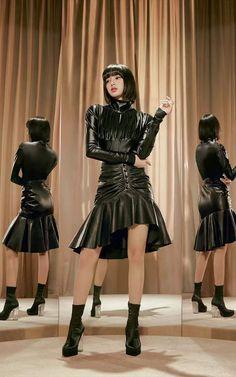 Lisa Bp, Jennie Blackpink, Kpop Girl Groups, Kpop Girls, My Girl, Cool Girl, Square Two, Black Pink Kpop, Blackpink Photos