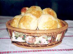 Receita de Pão de Batata - 300 gr de batata cozidas e espremidas, 100 gr de fermento biológico fresco, 2 xícaras (chá) de leite morno(a), 3 ovos, 1 colher (chá) de sal...