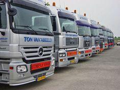 Extern transport, vervoeren van producten buiten de winkel. Dutch, Transportation, Vehicles, Dutch People, Dutch Language, Vehicle