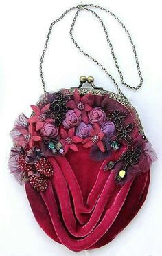 Vintage Purse - Catherine Howell Venetian Collection - Rubenesque - from Australia Vintage Purses, Vintage Bags, Vintage Handbags, Vintage Pink, Vintage Style, Beaded Purses, Beaded Bags, Vintage Accessoires, Silk Ribbon Embroidery
