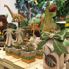 23 Clever DIY Christmas Decoration Ideas By Crafty Panda Dinosaur Birthday Party, 4th Birthday Parties, Birthday Party Decorations, Boy Birthday, Festa Jurassic Park, Safari Theme Party, Dinosaur Toys, Diy Party, Party Time