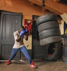 DIY Tire heavy PUNCH bag my kids would go nuts on this thing lol