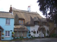 Thatched Cottages, Wyre Piddle by Terry Robinson, via Geograph