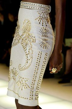 aqueensroyalty: Since I don't know which designer this is I have to guess Versace. There we are with the details again.