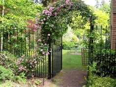 idée de portillon de jardin en fer forgé