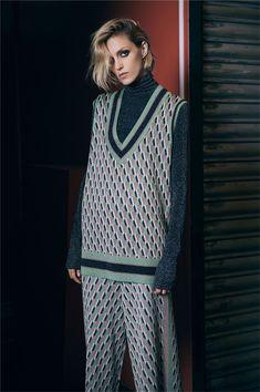 Zara Jacquard Vest and Trousers with Metallic Knit Top Knit Fashion, 70s Fashion, Fashion Brand, Womens Fashion, High Street Fashion, Western Outfits, Zara, 70s Mode, Vest Outfits