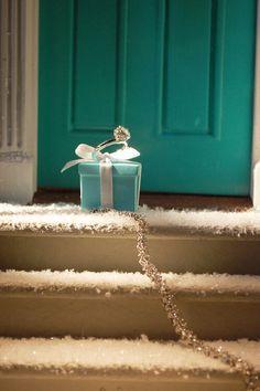 Love that Tiffany blue box Azul Tiffany, Bleu Tiffany, Verde Tiffany, Tiffany And Co, Tiffany Rings, Tiffany Jewellery, Tiffany Theme, Breakfast At Tiffanys, Noel Christmas