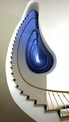 Hall, Corredor e Escadas.