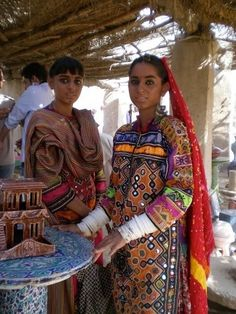 #Pakistan - girl in traditional Sindhi dress