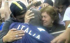 Cuore di Balo - L'abbraccio, immortalato con un cellulare e poi diffuso su Twitter, tra Mario Balotelli e la mamma dopo la trionfale serata di Varsavia, nella quale l'attaccante dell'Italia ha trascinato gli azzurri al successo sulla Germania