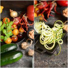 Zucchini spaghetti cu feta si rosii Zucchini Spaghetti, Feta, Vegetables, Vegetable Recipes, Veggies