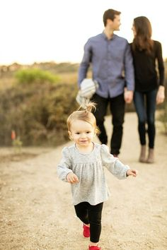 Focus on the kids! So sweet! Family pics, family pictures, family photography tips