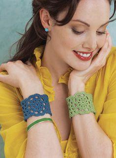 Crochet Bracelte Tutorial Julie Cuff | crochet de hoy ♡ Teresa Restegui http://www.pinterest.com/teretegui/ ♡