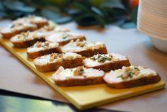 Easy to make goat cheese honey, rosemary and pine nut crostini | it sweet & savory | #mylifesimpysweet