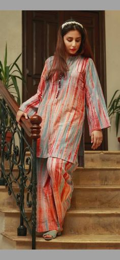 Stylish Dresses For Girls, Stylish Dress Designs, Designs For Dresses, Simple Dresses, Casual Dresses, Simple Pakistani Dresses, Pakistani Fashion Casual, Pakistani Dress Design, Pakistani Outfits