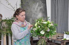 """Pokud budete mít zájem, může být tento kurz skvělým odrazovým můstkem pro vaši květinovou kariéru, odcházet můžete s jasnou představou, kam se vydat dále.   A pokud to myslíte opravdu vážně a chcete si splnit svůj květinový sen, navštivte můj Intenzivní floristický kurz """"Za týden floristkou"""" V případě, že se rozhodnete pokračovat a do 3 měsíců od absolvování tohoto kurzu objednáte a uhradíte kurz Intenzivní, bude vám kurzovné započteno. Jewelry, Jewlery, Jewerly, Schmuck, Jewels, Jewelery, Fine Jewelry, Jewel, Jewelry Accessories"""