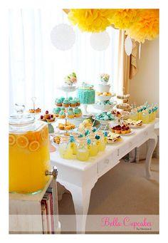 Hermosas ideas para una fiesta de color amarillo. Ideal para adultos y niños más grandes. Encuentra todos los artículos para tu fiesta en nuestra tienda en línea: http://www.siemprefiesta.com/decoraciones-adornos-y-mas/colores/amarillo.html?utm_source=Pinterest&utm_medium=Pin&utm_campaign=Amarillo