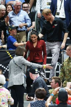 Prince Harry, Duke of Sussex and Meghan, Duchess of Sussex attend the Wheelchair Basketball finals during the Invictus Games on October 2018 in Sydney, Australia. The Duke and Duchess of Sussex. Get premium, high resolution news photos at Getty Images Meghan Markle Photos, Meghan Markle Outfits, Meghan Markle Style, Prince Harry And Megan, Harry And Meghan, Basketball Finals, Duke Basketball, Invictus Games, Royal Princess
