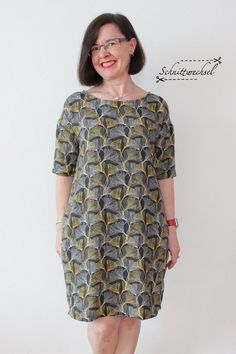 4 – Schnittwechsels Another dress No. 4 – change of cut Image Size: 666 x 1000 Source Moda Hipster, Mode Chic, Pajama Bottoms, Silk Fabric, Put On, The Dress, Plus Size Fashion, Ideias Fashion, Casual Outfits