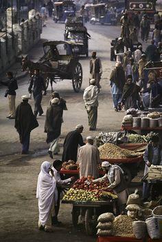 00063_10, Afghan border, Peshawar, Pakistan, 1984, PAKISTAN-10188. Quissa Khawani Bazaar, the Market of Storytellers, Peshawar, Pakistan, 1984. MAX PRINT SIZE: 40X60 MCS1984005K053, NYC134799 The Imperial Way_Book The Great Railway Bazaar_Book retouched_Sonny Fabbri 11/04/2014