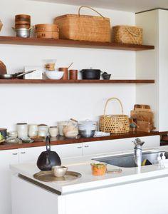 http://hokuohkurashi.com/note/69501 I love these japanese kitchen