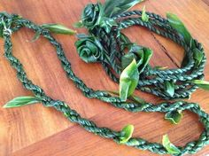 HOW TO MAKE TI LEAF LEI – SINGLE/DOUBLE STRAND & ROSES! Hawaiian Crafts, Hawaiian Art, Hawaiian Leis, Ribbon Lei, Diy Ribbon, Ribbons, Floral Ribbon, Money Lei, Cate Blanchett